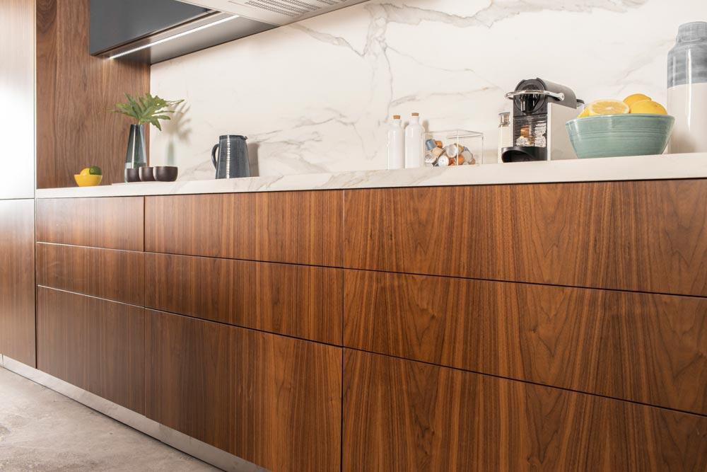 Diseño de cocina de madera de nogal moderna minimalista