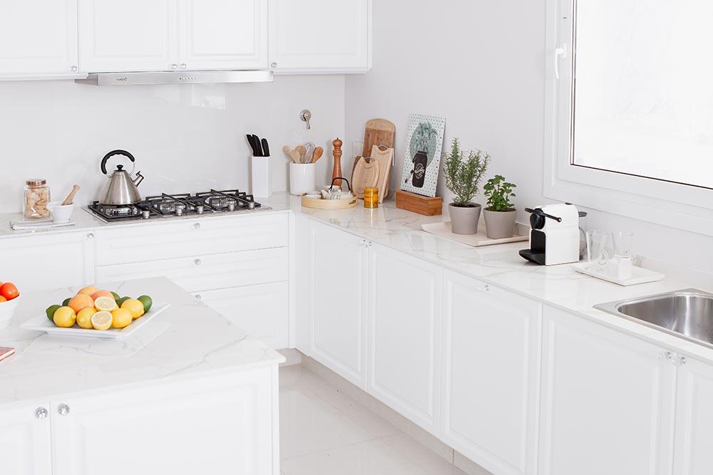 Mueble de cocina moderna blanca con isla linea Vita