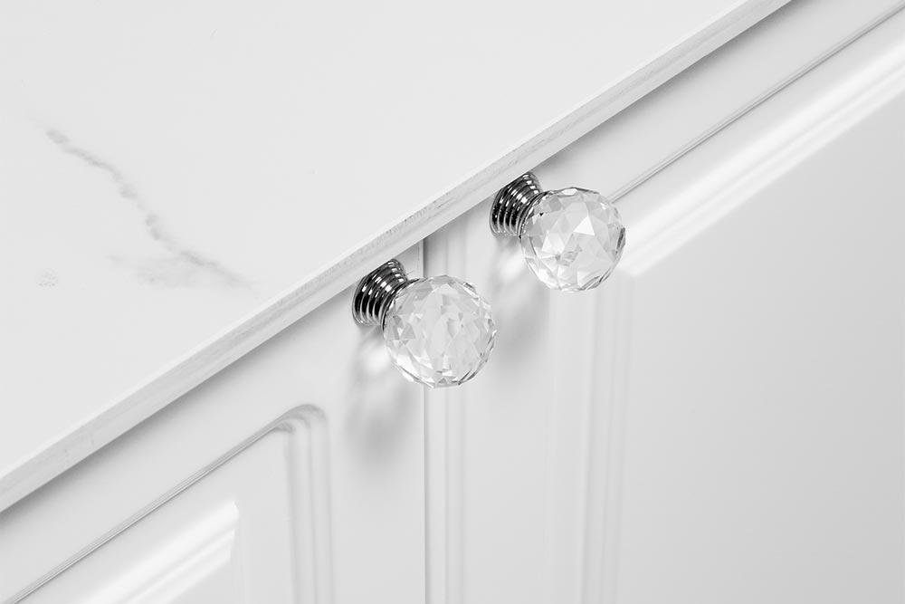 Mueble de cocina blanca clasica moderna con tiradores linea Vita