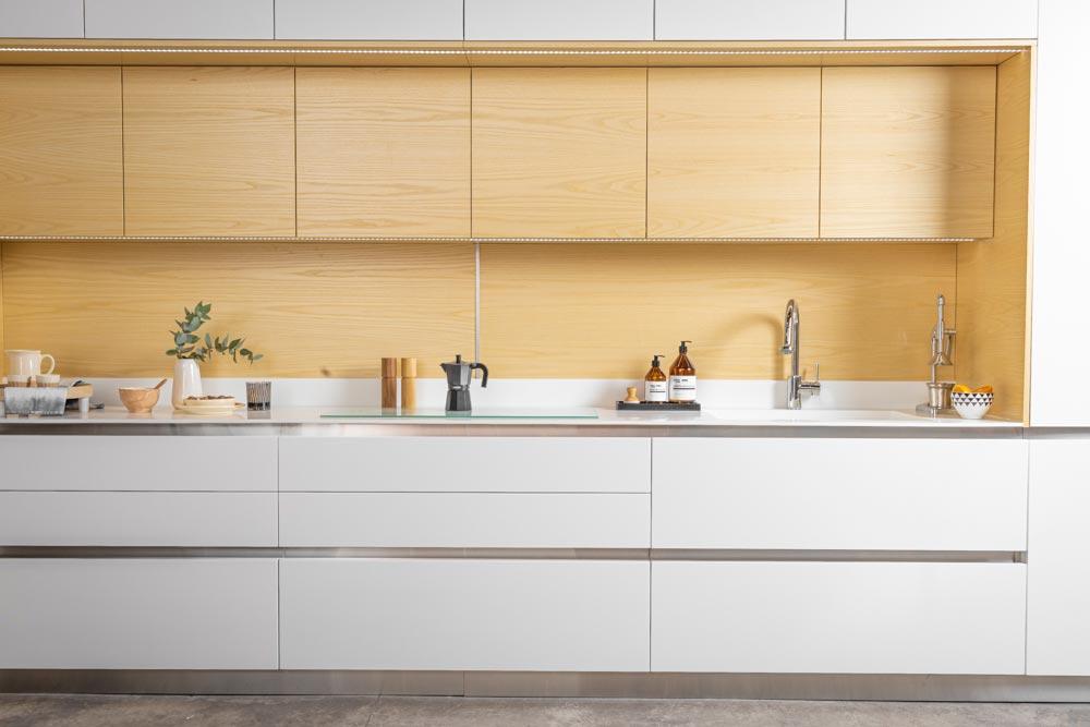 Diseño de cocina moderna blanca de la linea Zen