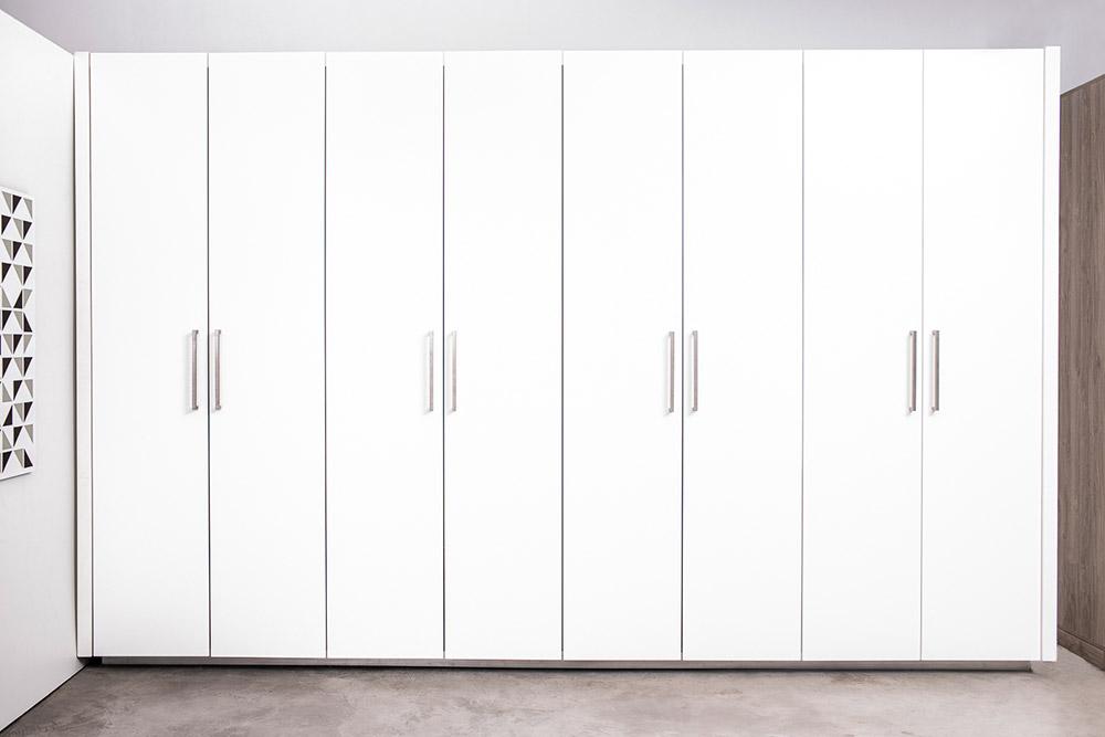 Cajón extraible de zapatos dentro de vestidor Battista